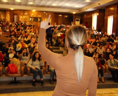 İstanbul Büyükşehir Belediyesi Sağlık Daire Başkanlığı Engelliler Müdürlüğü (İSEM), İstanbul Üniversitesi Florence Nightingale Hemşirelik Fakültesi'nde Türk İşaret Dili Farkındalık Semineri düzenledi.